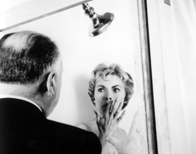 janet-leigh-alfred-hitchcock-set-psycho